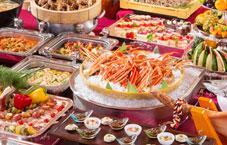 揚げたて天ぷらとローストポークも食べ放題♪みんな満足お腹いっぱいバイキング